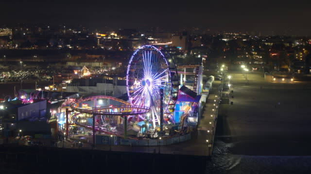 サンタ ・ モニカー桟橋夜空中 - 遊園地点の映像素材/bロール