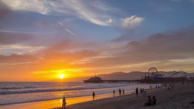santa monica pier sunset timelapse - santa monica sunset stock videos & royalty-free footage