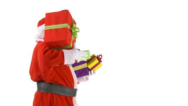 hd: weihnachtsmann mit geschenken - heiliger stock-videos und b-roll-filmmaterial