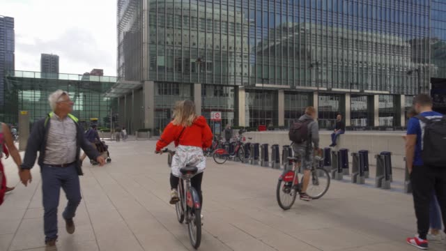 santander cycle docking station at canary wharf, docklands, london, england, united kingdom, europe - stationary stock videos & royalty-free footage
