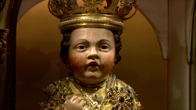 CU ZI Santo Bambino (infant Jesus) statue in church of Santa Maria / Rome, Italy