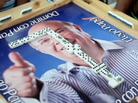 orlando barria presidential candidate for the dominican revolutionary party hipolito mejia took part in a dominoes tournament held in his honour on... - イスパニョーラ点の映像素材/bロール