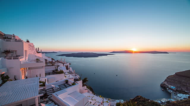 stockvideo's en b-roll-footage met santorini sunset - oia santorini