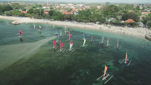 sanur traditional sailboats / bali, indonesia - 大三角帆点の映像素材/bロール