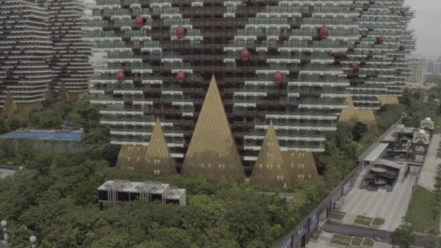 vidéos et rushes de sanya beauty crown hotel in hainan island, china - ornement