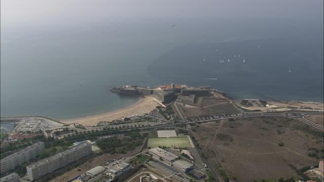 aerial ws sao juliao de barra fortress / cascais, lisbon, portugal - カスカイス点の映像素材/bロール