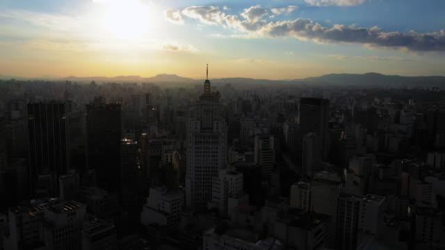vídeos de stock, filmes e b-roll de são paulo downtown aerial view - estrutura construída