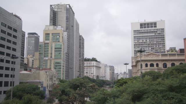 vídeos de stock, filmes e b-roll de sao paulo downtown vale do anhangabau - distrito financeiro