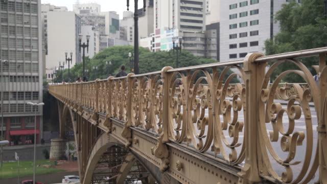 vídeos de stock, filmes e b-roll de são paulo-centro da cidade - ponte