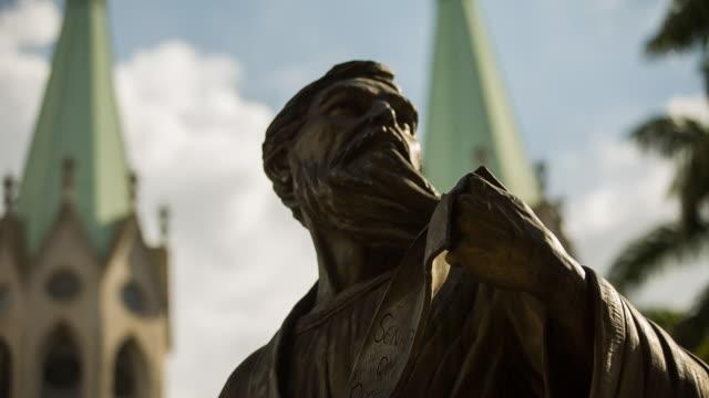 vidéos et rushes de sts_sp_centro_001 sao paulo statue sé cathedral - sculpture production artistique