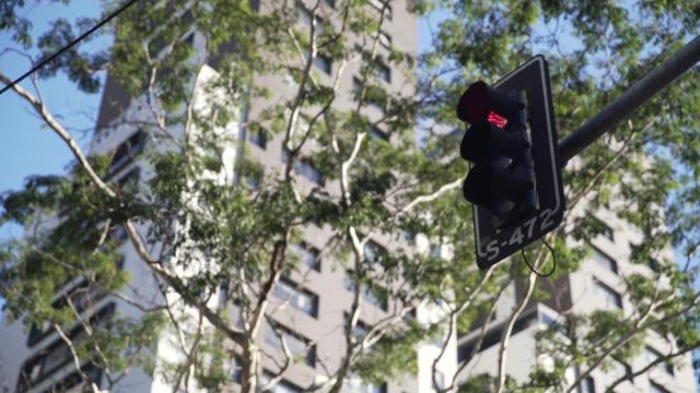 vídeos y material grabado en eventos de stock de sao paulo´s traffic - luz verde semáforo
