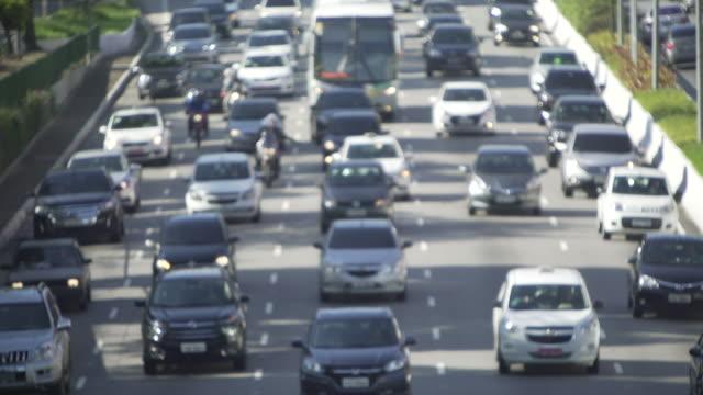 sao paulo´s traffic - 遅い点の映像素材/bロール