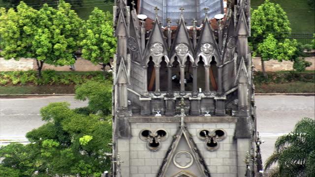 vídeos de stock, filmes e b-roll de catedral de são pedro de alacantara-vista aérea-rio de janeiro, petrópolis, brasil - catedral