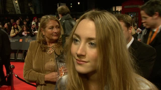 vídeos de stock e filmes b-roll de saoirse ronan on enjoying the awards on working on lovely bones with her peers on wanting to do and irish film and possibly a comedy at the the... - cor creme