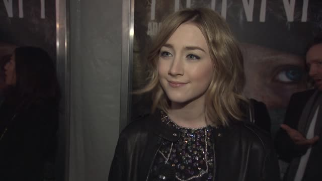 saoirse ronan on working with director joe wright again, what their dynamic is like at the 'hanna' special screening at new york ny. - ジョーライト点の映像素材/bロール