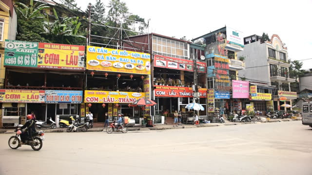 sapa, lao cai provice square, north vietnam. - sa pa stock-videos und b-roll-filmmaterial