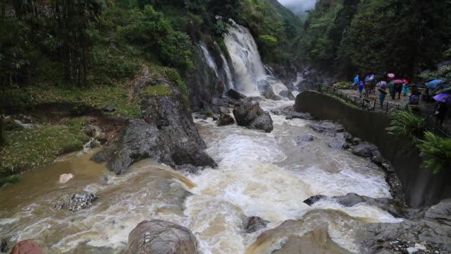 sapa, the silver waterfall near sin chai village - sa pa stock-videos und b-roll-filmmaterial