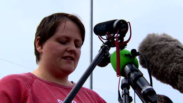 "vídeos de stock e filmes b-roll de sara canning, the partner of lyra mckee who was murdered by dissident republicans, speaking at a vigil for her ""our hopes and dreams and all of her... - luto"