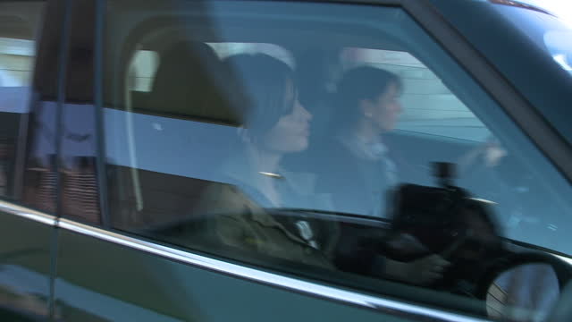 sara carbonero leaves her job on the radio - サラ カルボネロ点の映像素材/bロール