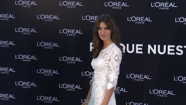 sara carbonero poses at photocall during the exhibition 'sustainable fashion l'oreal paris. because our planet is worth it'. - サラ カルボネロ点の映像素材/bロール