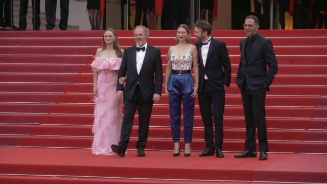 vidéos et rushes de sara forestier, arnaud desplechin, lea seydoux, antoine reinartz, roschdy zem on the red carpet for oh mercy premiere in cannes cannes, france on... - tapis rouge