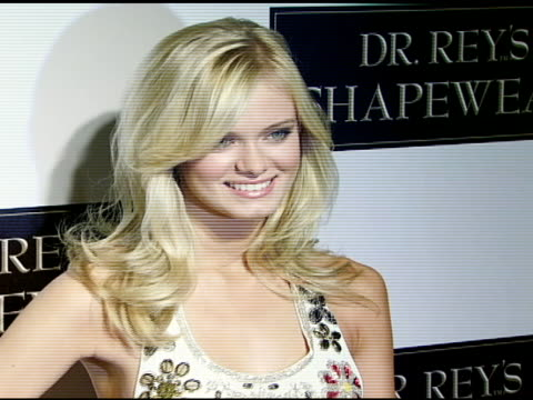 sara paxton at the dr robert rey and bruno schiavi celebrate shapewear launch hosted by carmen electra and denise richards at opera in hollywood,... - サラ パクストン点の映像素材/bロール