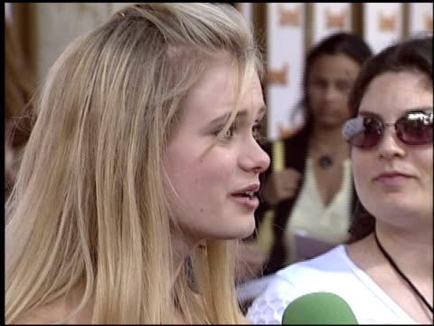 sara paxton at the 'saved' premiere on may 13, 2004. - サラ パクストン点の映像素材/bロール