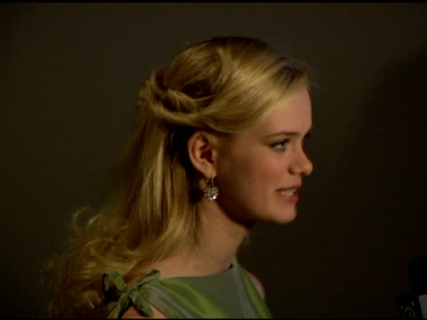 sara paxton at the special new york screening of 'aquamarine' at the clearview chelsea theater in new york, new york on february 24, 2006. - サラ パクストン点の映像素材/bロール