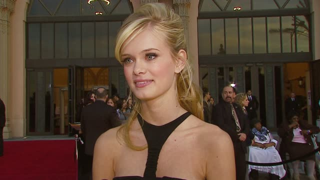sara paxton on the event, her current projects, who she's excited to meet, her shoes and dress at the 2007 people's choice awards arrivals at the... - サラ パクストン点の映像素材/bロール