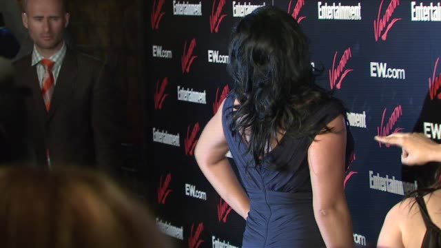 sara ramirez at the upfront party hosted by entertainment weekly and vavoom at the box in new york, new york on may 15, 2007. - エンターテインメント・ウィークリー点の映像素材/bロール