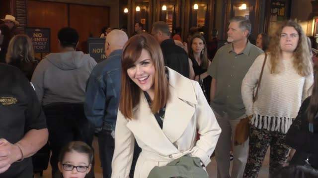 sara rue arrives at the pantages theater in hollywood in celebrity sightings in los angeles, - パンテージスシアター点の映像素材/bロール