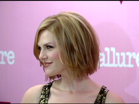 sara rue at the launch guess the new fragrance by guess and parlux fragrances at skybar in los angeles california on august 17 2005 - sara rue bildbanksvideor och videomaterial från bakom kulisserna