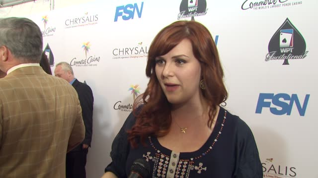 sara rue on being a part of the night her strategy how long she's been playing poker what she's hoping to pick up from the professionals at the 8th... - sara rue bildbanksvideor och videomaterial från bakom kulisserna