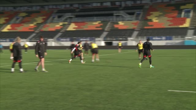 saracens training session england london hendon ext saracen rugby team training / players on pitch /'allianz park' sign above stadium stands /... - coach stock videos & royalty-free footage