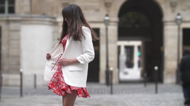 Sarah Benziane fashion blogger Les Colonnes de Sarah wears a New Look red floral print dress a Zara white blazer jacket and Bons Baisers a Paname...