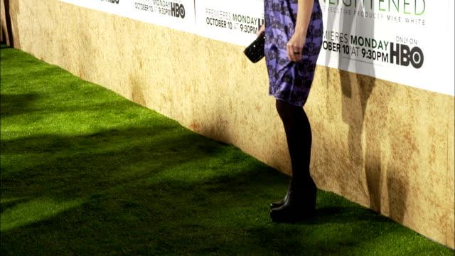 Sarah Burns posing for paparazzi along the red carpet at Paramount Studios