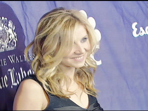 sarah chalke at the 'blue scrubs' celebration of the sixth season of 'scrubs' hosted by johnnie walker blue on november 15 2006 - sarah chalke stock videos & royalty-free footage