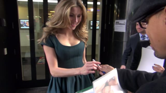 sarah chalke at the 'good day new york' studio in new york ny on 12/4/12 - sarah chalke stock videos & royalty-free footage