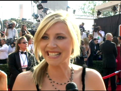 sarah chalke on being at the emmys on her favorite shows at the 2005 emmy awards interviews at the shrine auditorium in los angeles california on... - sarah chalke stock videos & royalty-free footage