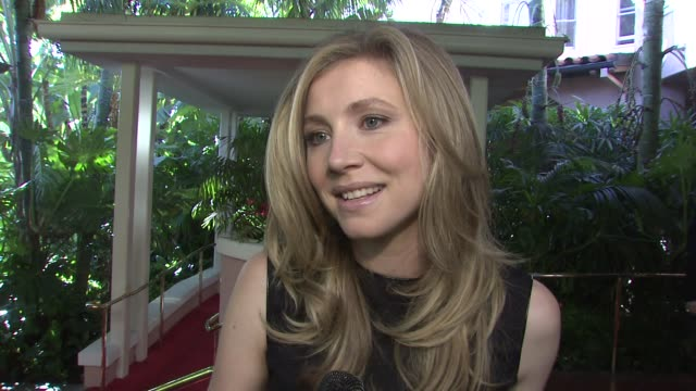 sarah chalke on the event oprah's topofthelist status at the hollywood reporter's annual women in entertainment breakfast at los angeles ca - sarah chalke stock videos & royalty-free footage
