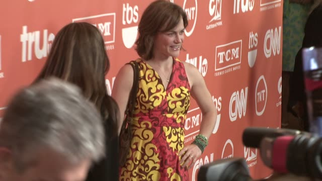 sarah clarke at the turner's tca party @ the oasis courtyard @ the beverly hilton at los angeles california. - 女優 サラ クラーク点の映像素材/bロール