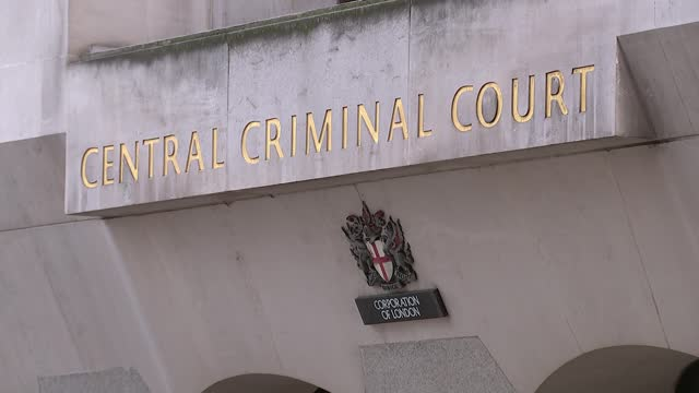 provisional trial date set for october; england: london: central criminal court : ext low angle statue of lady justice on top of court building gv... - crime and murder stock-videos und b-roll-filmmaterial