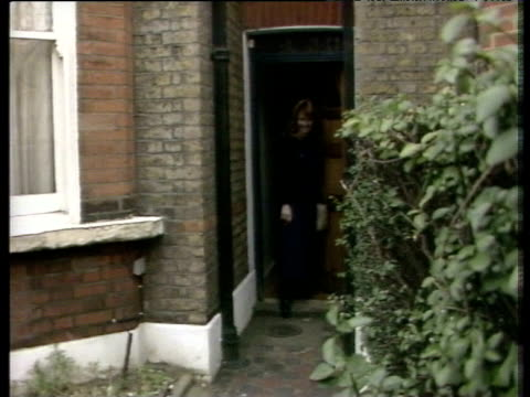 Sarah Ferguson leaves normal terraced house with press waiting outside prior to announcement of engagement Clapham Mar 86