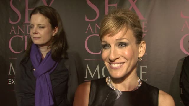 vídeos de stock, filmes e b-roll de sarah jessica parker alexander mcqueen at the dvd launch party for sex and the city the movie extended cut at new york ny - sarah jessica parker