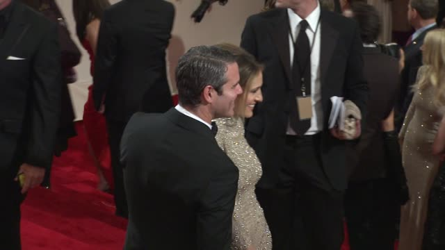 stockvideo's en b-roll-footage met sarah jessica parker and andy cohen at the 'alexander mcqueen savage beauty' costume institute gala at the metropolitan museum of art at new york ny - sarah jessica parker