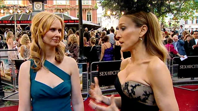 sarah jessica parker and cynthia nixon red carpet interview sot fans behind barriers - cynthia parker stock videos & royalty-free footage