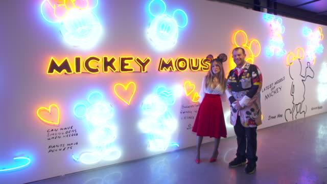 sarah jessica parker and darren romanelli at mickey: the true original exhibition at milk studios on november 07, 2018 in new york city. - サラ・ジェシカ・パーカー点の映像素材/bロール