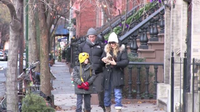 vidéos et rushes de sarah jessica parker and matthew broderick in new york on 1/3/2012 - matthew broderick