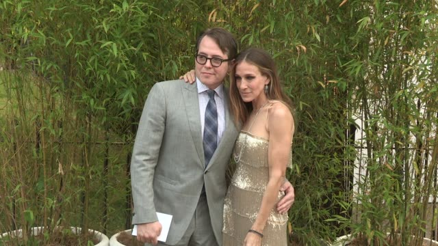 stockvideo's en b-roll-footage met sarah jessica parker arriving for the summer party at the serpentine gallery on june 26 2013 in london england - sarah jessica parker