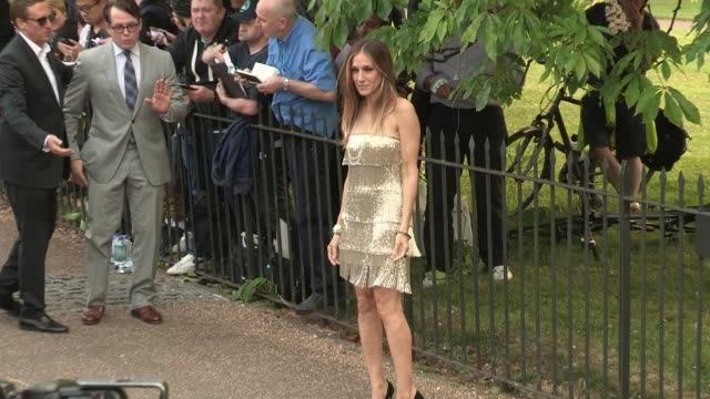 sarah jessica parker arriving for the summer party at the serpentine gallery on june 26 2013 in london england - the serpentine gallery stock videos & royalty-free footage